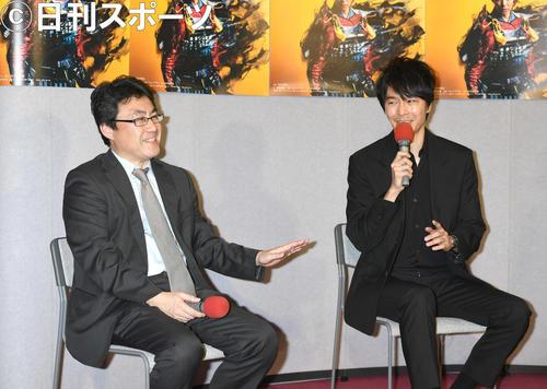「麒麟がくる」完成試写会で、作品について語る長谷川博己(右)と制作統括の落合将氏(撮影・酒井清司)