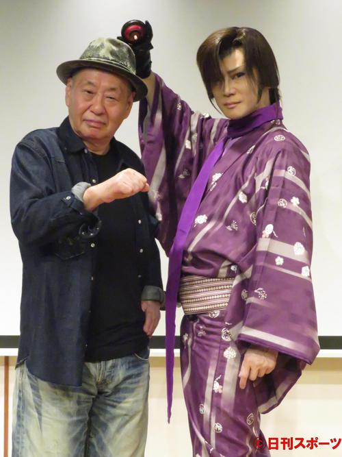 四日市市PR動画「続・必見四日市」制作発表会に出席した泉谷しげる(左)と京本政樹