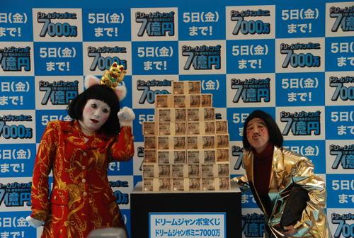 日本エレキテル連合の橋本小雪(左)と中野聡子(15年)