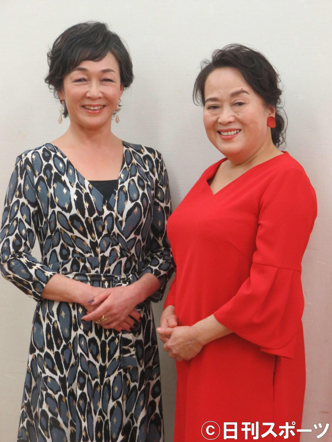 「有頂天作家」に主演する渡辺えり(右)とキムラ緑子