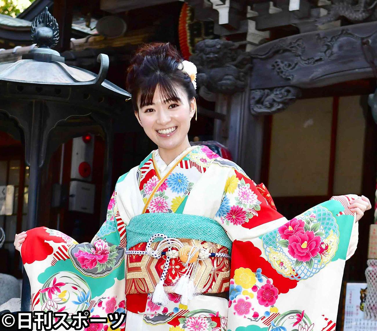 成人の日を前に晴れ着を披露した優希美青(2020年1月9日撮影)