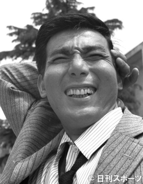 笑顔をみせる宍戸錠さん=1963年6月