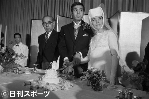 62年10月、小島游子さんと結婚