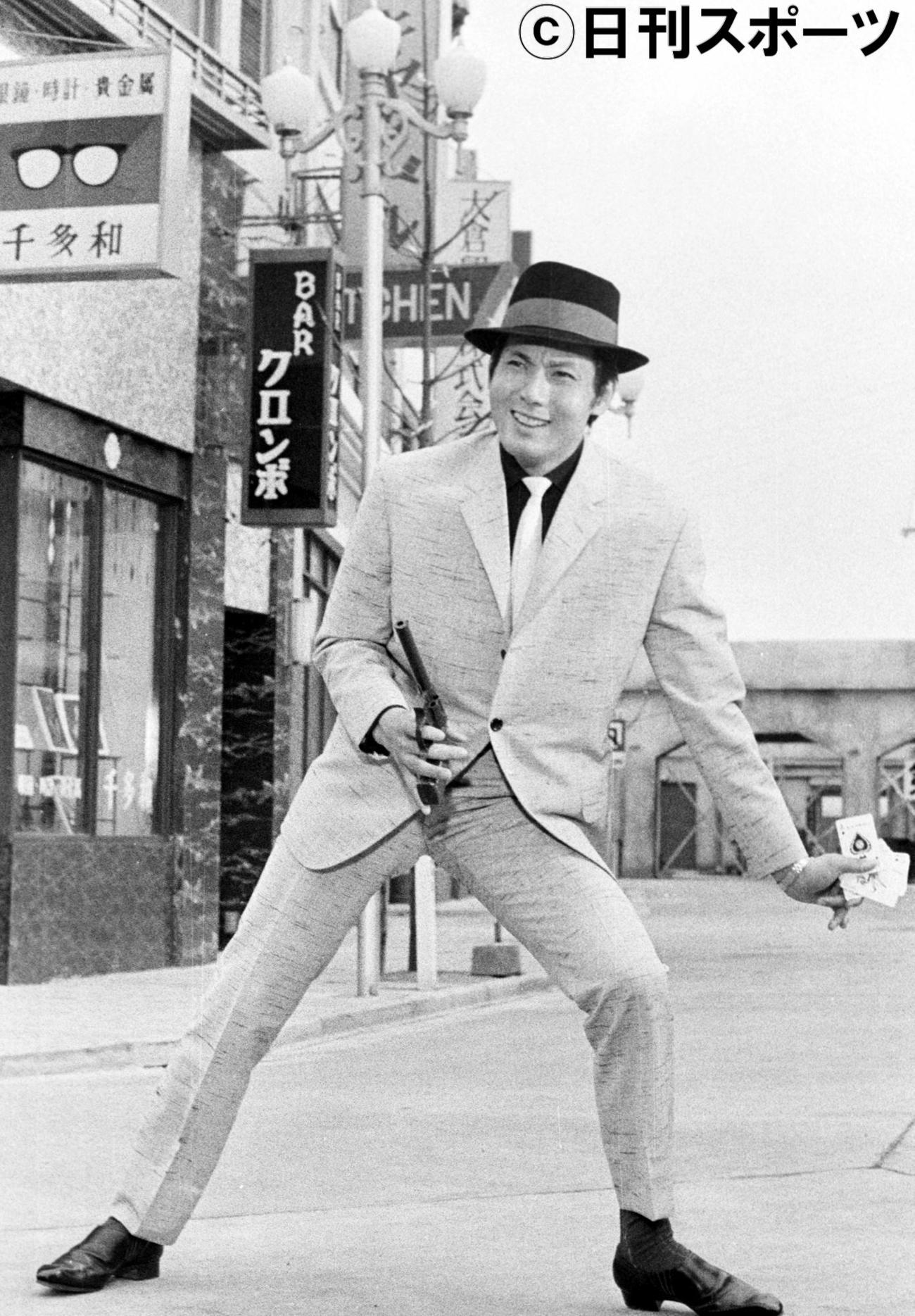 「ひとり旅」の撮影に臨む宍戸錠さん=1962年5月9日