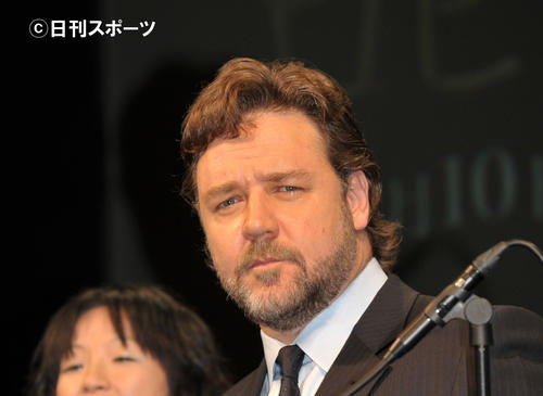 Photo of Russell Crowe: Field burnt by fire → Green resurrection photograph attention