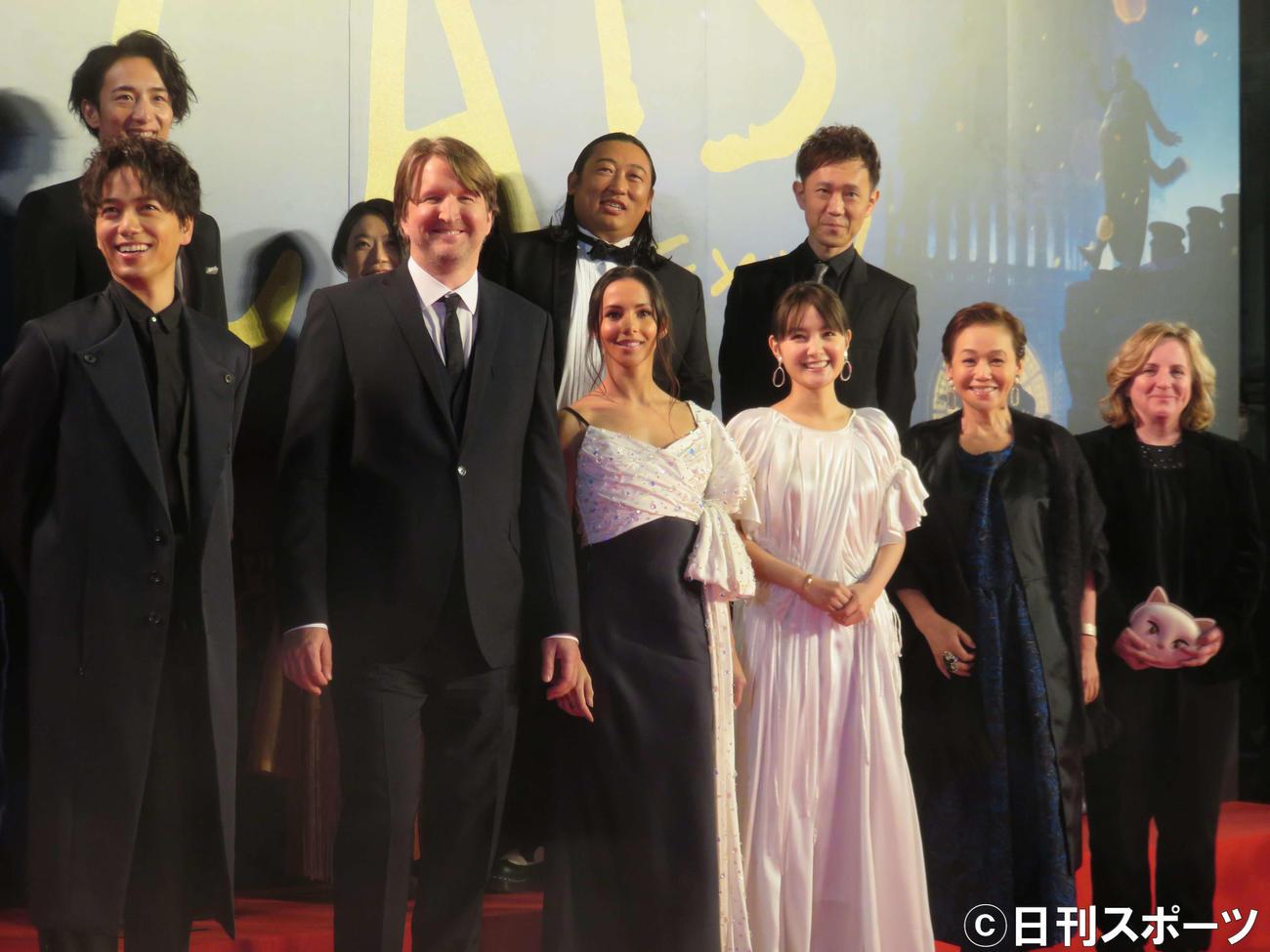 映画「キャッツ」のイベントに出席する前列左から山崎育三郎ら