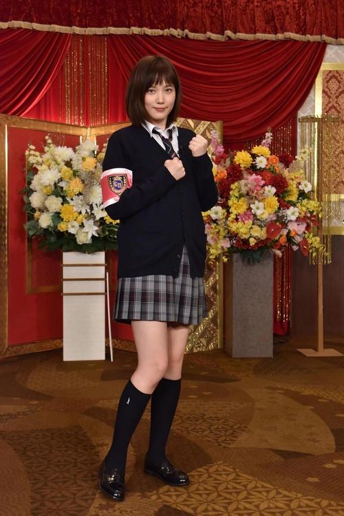 「グルメチキンレース ゴチになります!」で新メンバーとして初の制服姿を披露する本田翼