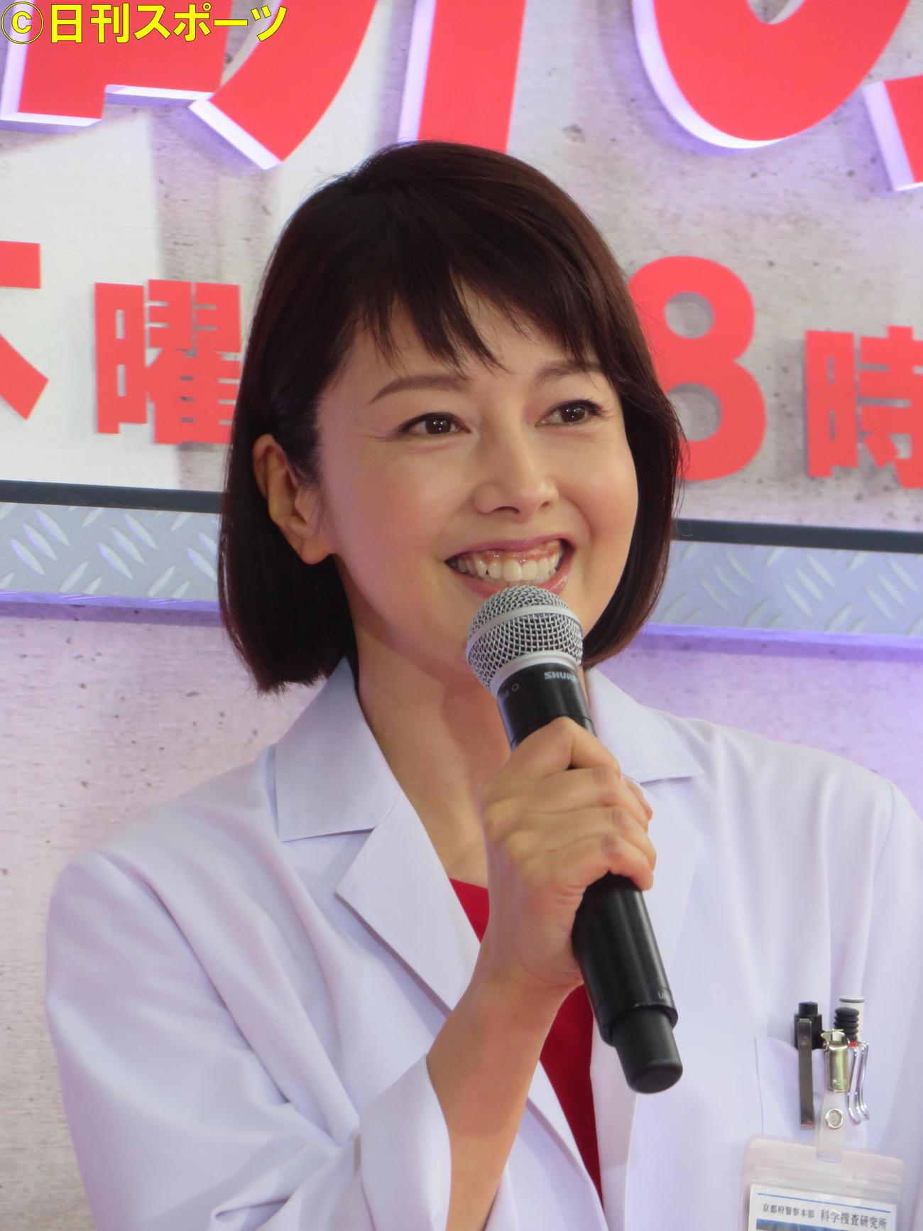 笑顔で語る沢口靖子