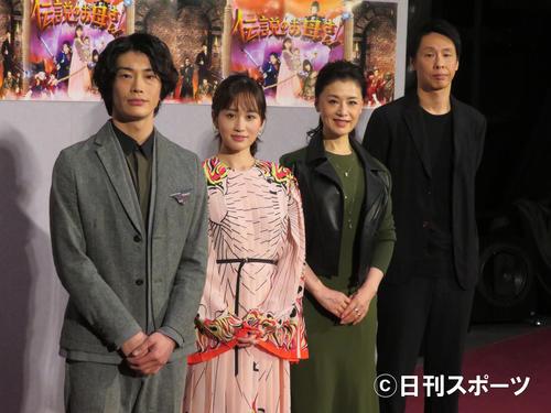 NHK「伝説のお母さん」の会見に出席した左から玉置玲央、前田敦子、大地真央、大倉孝二