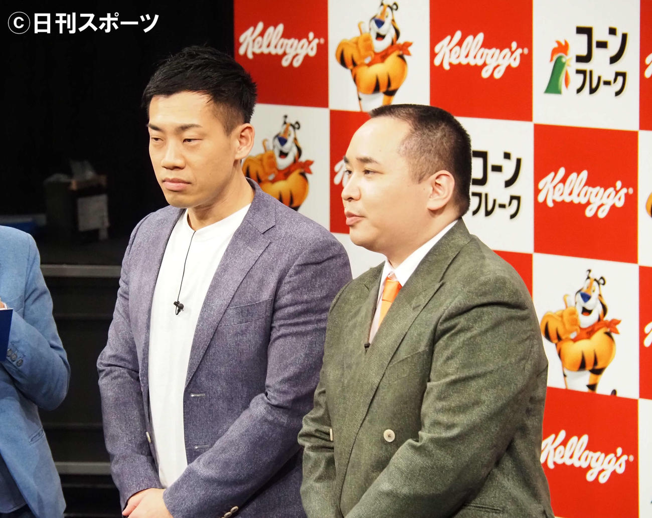 「ケロッグ公式応援サポーター」就任式に出席したミルクボーイの駒場孝(左)と内海崇(撮影・遠藤尚子)