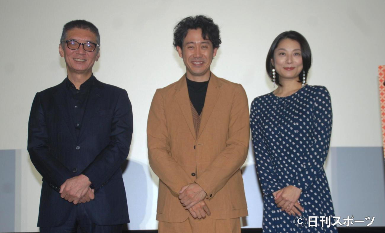 左から成島出監督、大泉洋、小池栄子(撮影・松浦隆司)