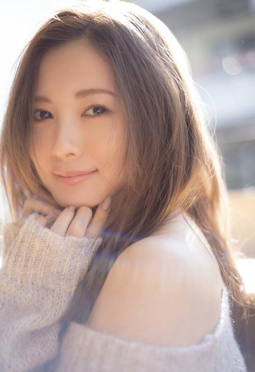 Photo of Mai Shiraishi's photo book totals 400,000 copies, 7th anniversary of its release