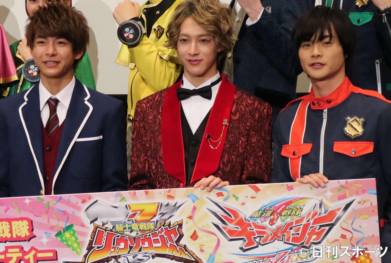 初日舞台あいさつに出席した、左から小宮璃央、伊藤あさひ、結木滉星