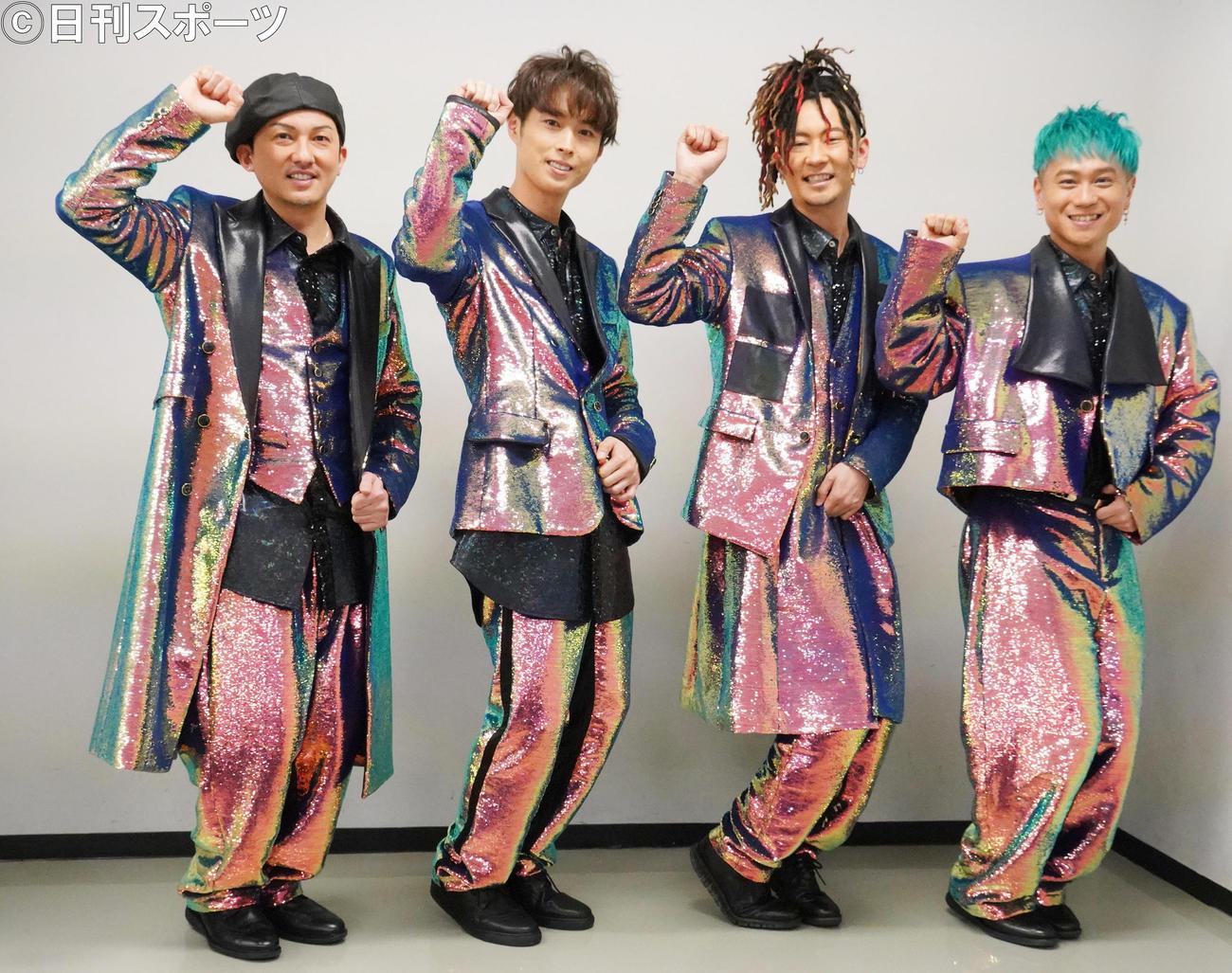 「LIVE DA PUMP 2020Funky Tricky Party FINAL」の本番前に新ダンス「つり革ダンス」を披露する、左からISSA、YORI、TOMO、KIMI(撮影・佐藤成)