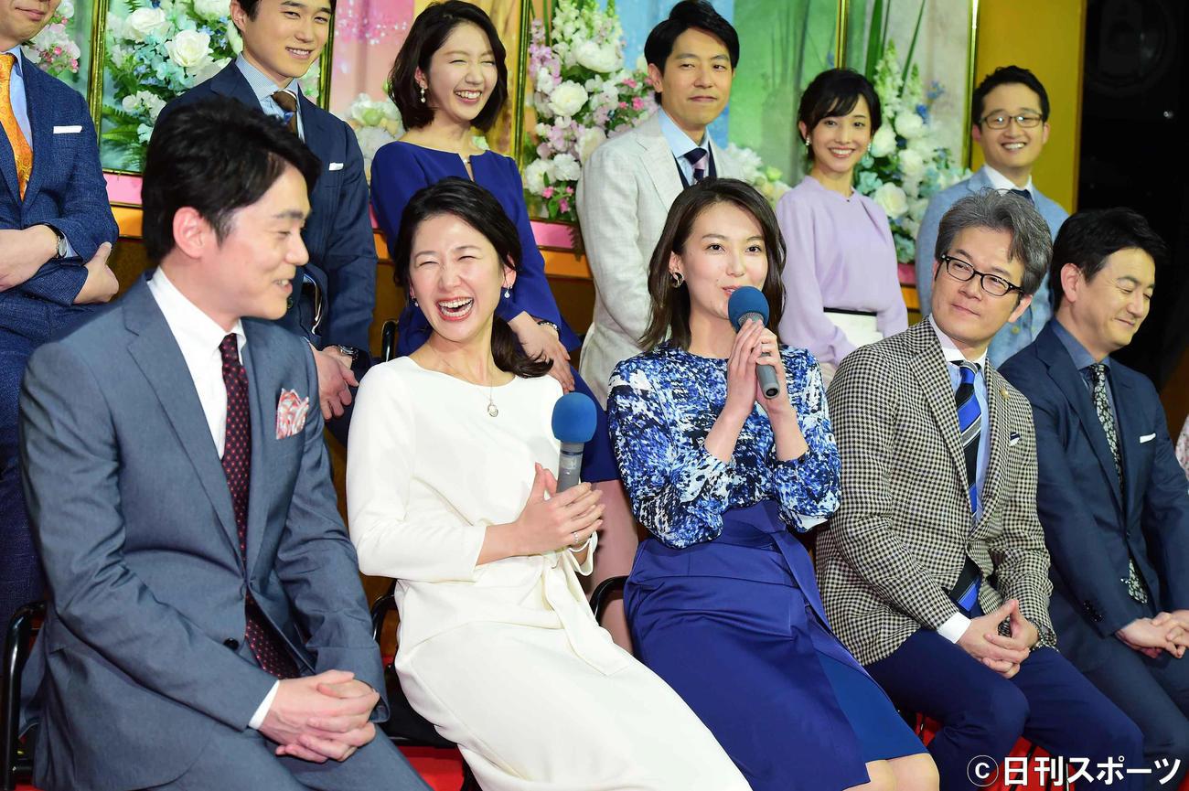 2020年度NHK番組取材会に臨む新キャスターたち。前列左から高瀬、桑子、和久田、有馬、阿部。後列左から今井、保里、■(■は高の上の口の縦棒を上下に延ばす)井、林田、原(撮影・小沢裕)