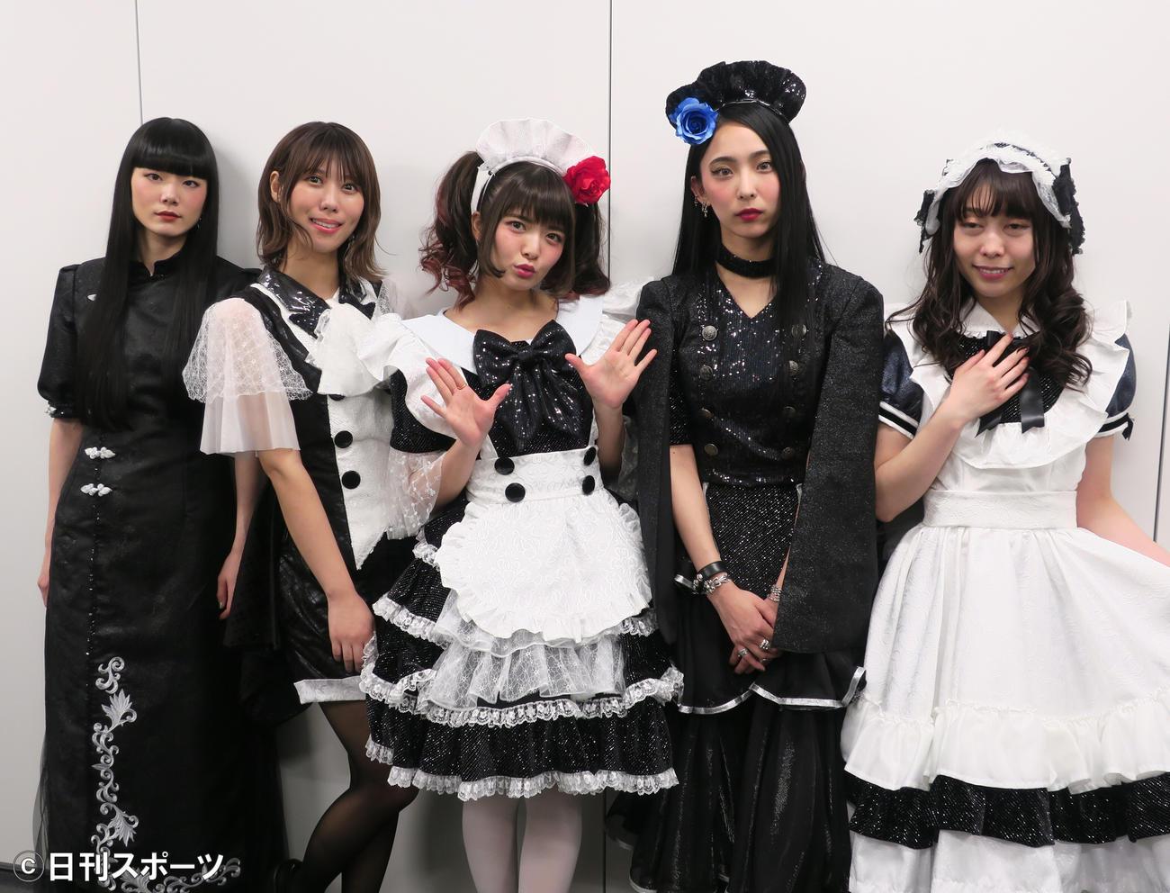 全国ツアー最終公演を行ったBAND-MAID。左からMISA、AKANE、小鳩ミク、SAIKI、KANAMI