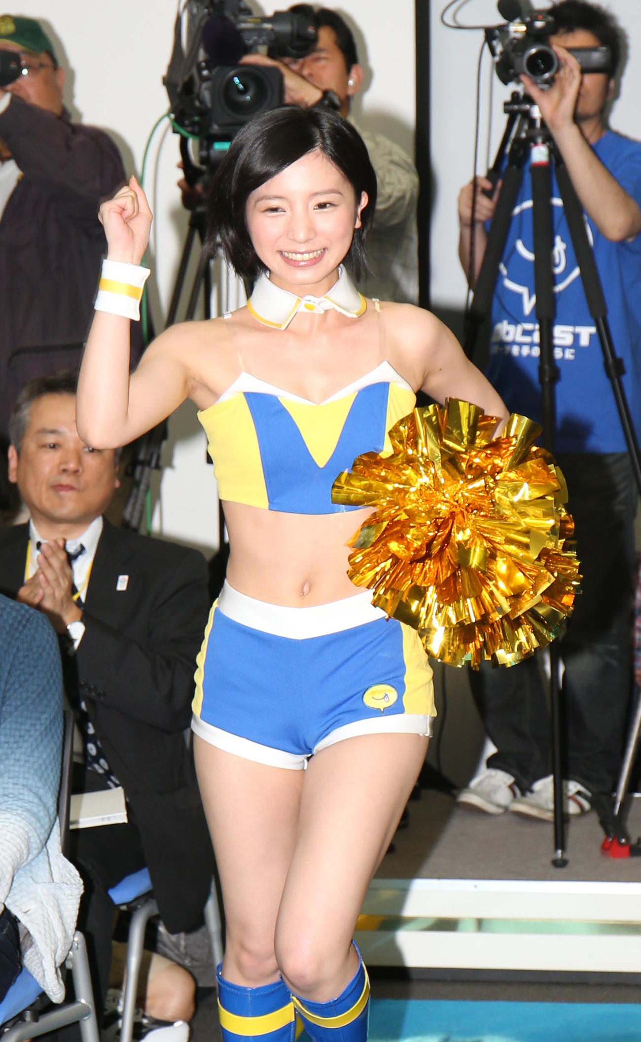 「モブキャストガール」結成記者発表会で登場する入来茉里(2013年4月4日撮影)