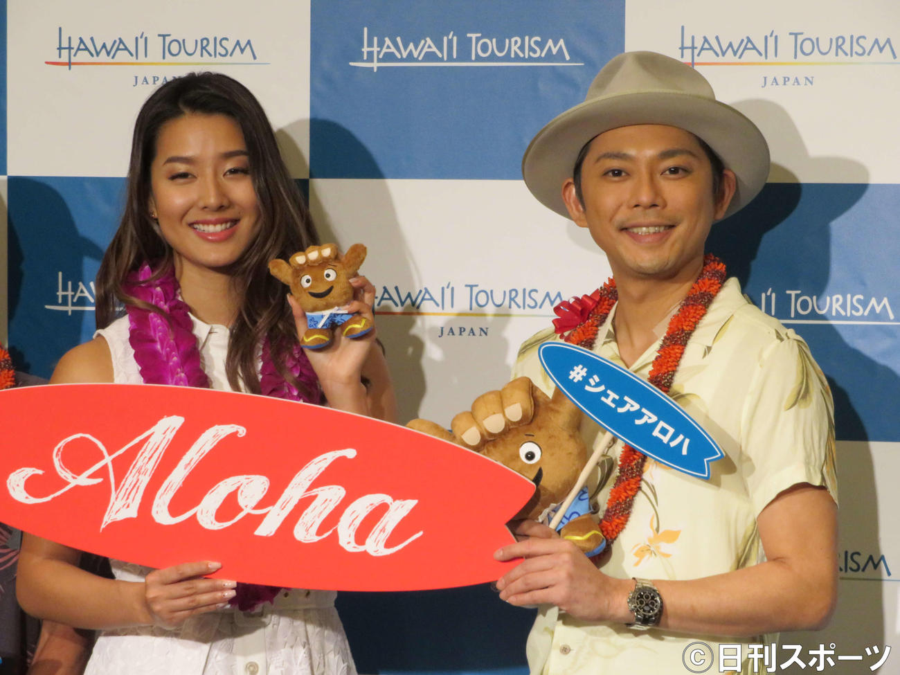 「サーフィン」記者発表会に出席したすみれ(左)と今井翼