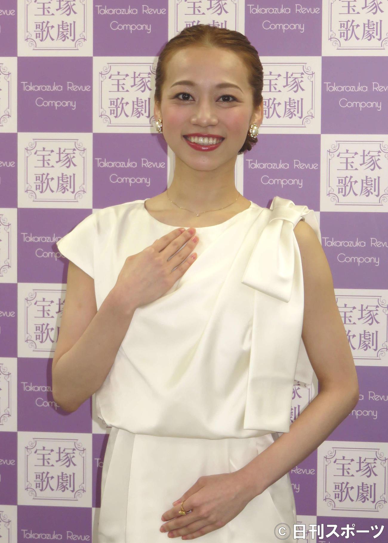 https://www.nikkansports.com/entertainment/news/img/202002180000452-w1300_0.jpg