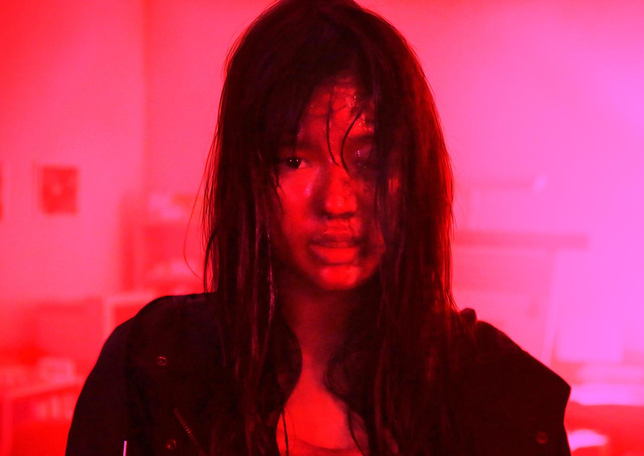 映画「砕け散るところを見せてあげる」でダブル主演のE-girls石井杏奈