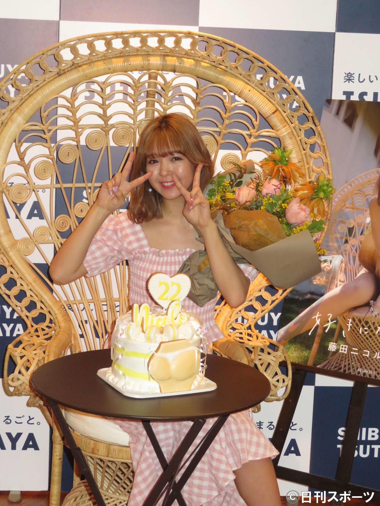 写真集「好きになるよ?」の発売記念イベントを行った藤田ニコル