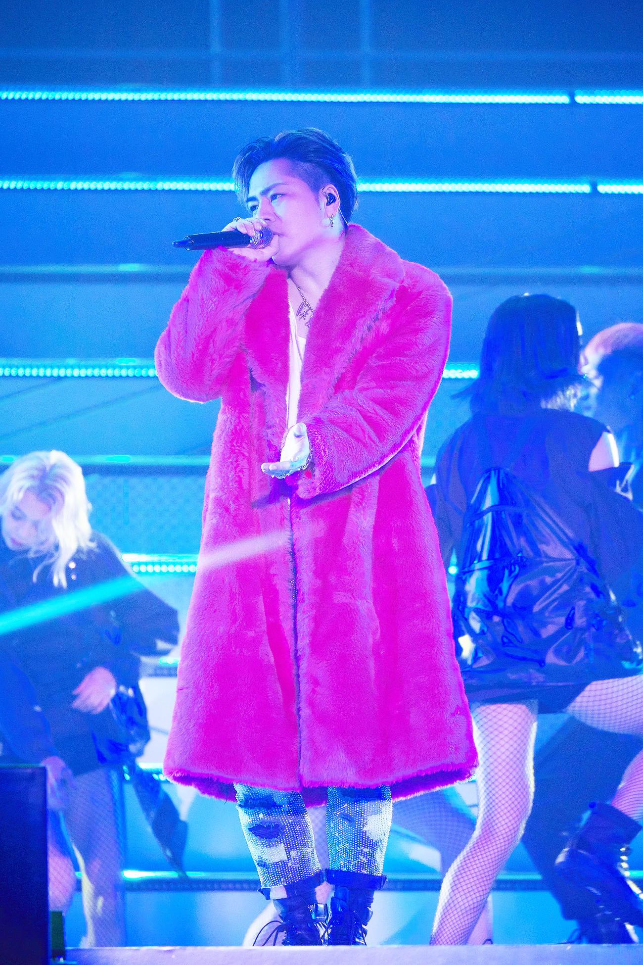 初のソロドーム公演となった「SPECIAL SHOWCASE」ライブで歌う登坂広臣