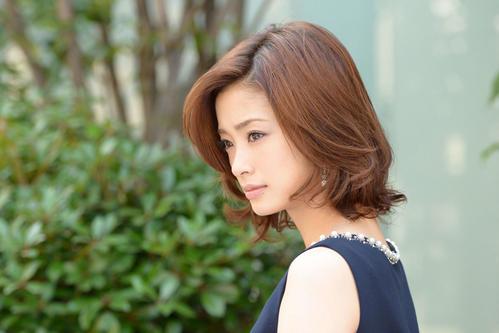 "Photo of Ueto Aya ""Naoki Hanzawa"" Talks Enthusiasm and Wife in Latest Work"