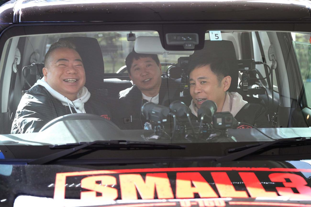 新潟の雪山へ向かう出川哲朗(左)と田中裕二(中)と岡村隆史(C)フジテレビ