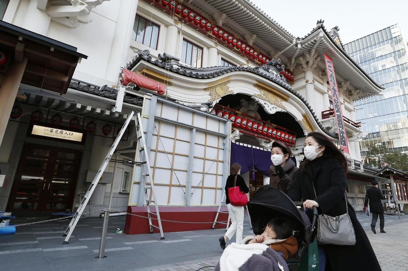 「三月大歌舞伎」の一部中止が発表された東京・歌舞伎座(共同)