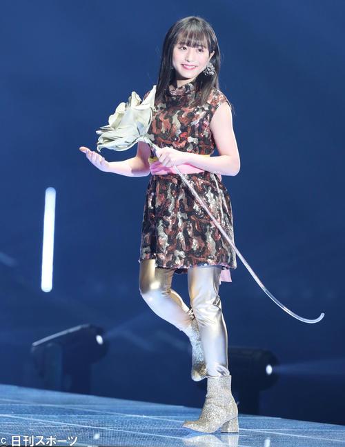 「マイナビ トーキョーガールズコレクション2020」でランウェーを歩くAKB48坂口渚沙(撮影・垰建太)