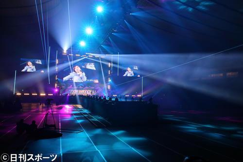 「マイナビ トーキョーガールズコレクション2020」の舞台で無観客でライブを行う乃木坂46(撮影・垰建太)