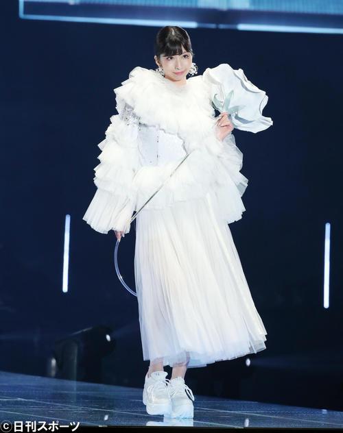 「マイナビ トーキョーガールズコレクション2020」でランウェーを歩くNMB48鵜野みずき(撮影・垰建太)