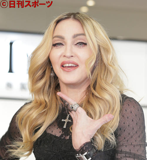 Photo of Madonna crashes in Paris and recovers from crying