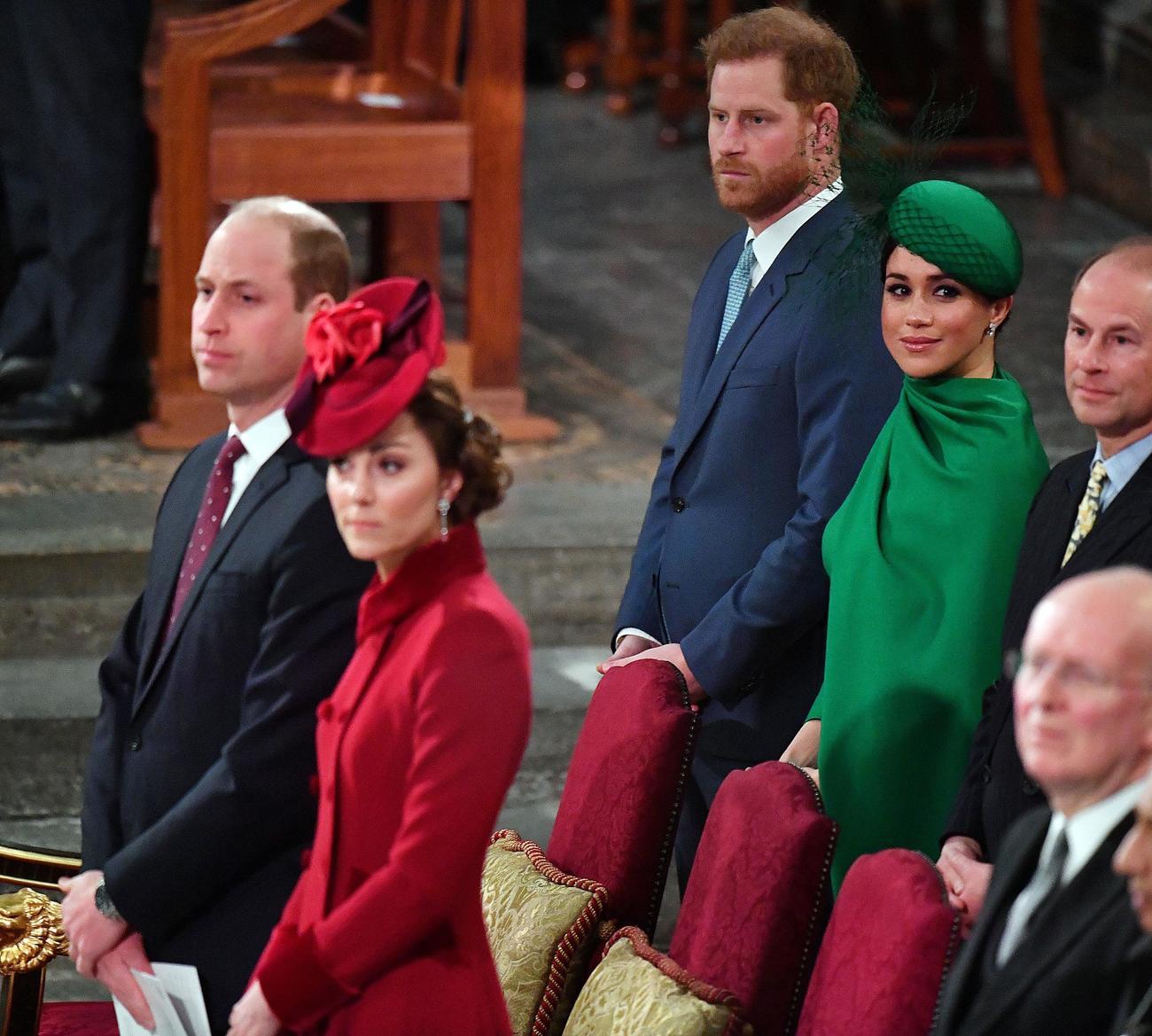 コモンウェルス・デー式典に臨んだ最前列に着席するウィリアム王子夫妻と2列目の席に座るヘンリー王子夫妻(ロイター)