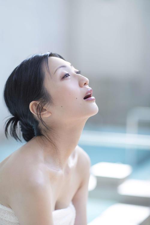 BS朝日「サウナを愛でたい」に出演し、サウナの魅力を伝える壇蜜