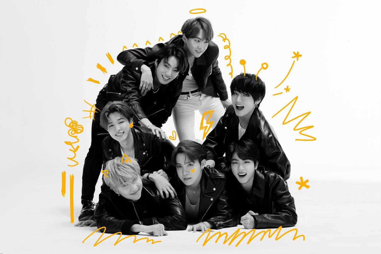 新曲「Stay Gold」がテレビ東京系ドラマ「らせんの迷宮~DNA科学捜査~」の主題歌に決まったBTS。前列左からRM、ジェイホープ、ジン、中列左からジミン、V(ブイ)、後列左からジョングク、シュガ