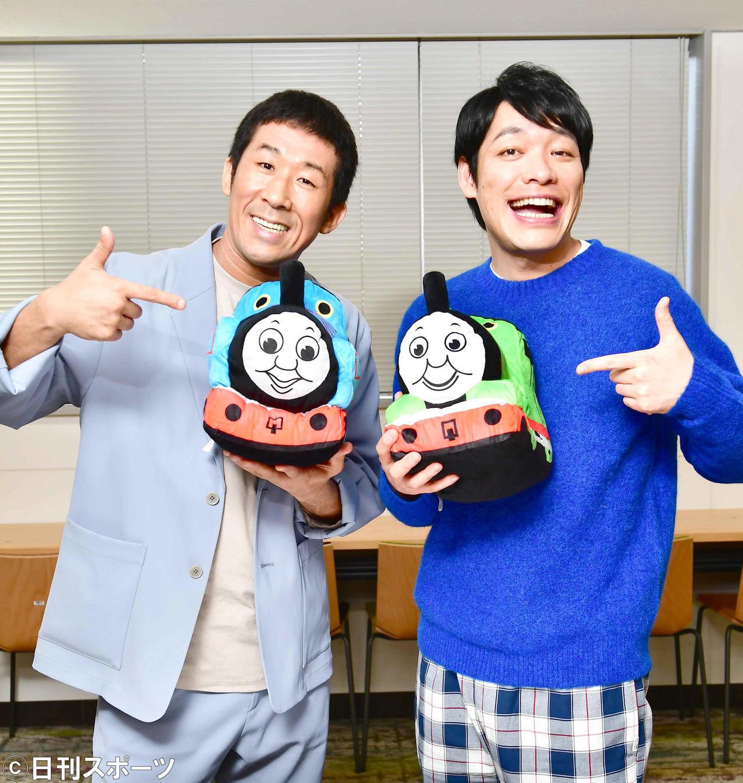 映画「きかんしゃトーマス チャオ!とんでうたってディスカバリー!!」で声優に挑戦した麒麟の田村裕(左)と川島明(撮影・小沢裕)