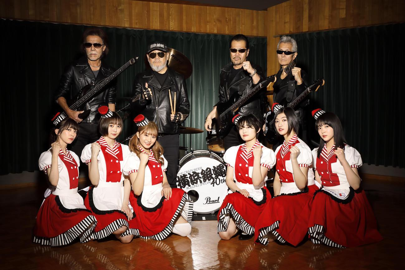 「ツッパリ High School Rock'n Roll」をカバーすることが決まった私立恵比寿中学。後列は横浜銀蝿40th