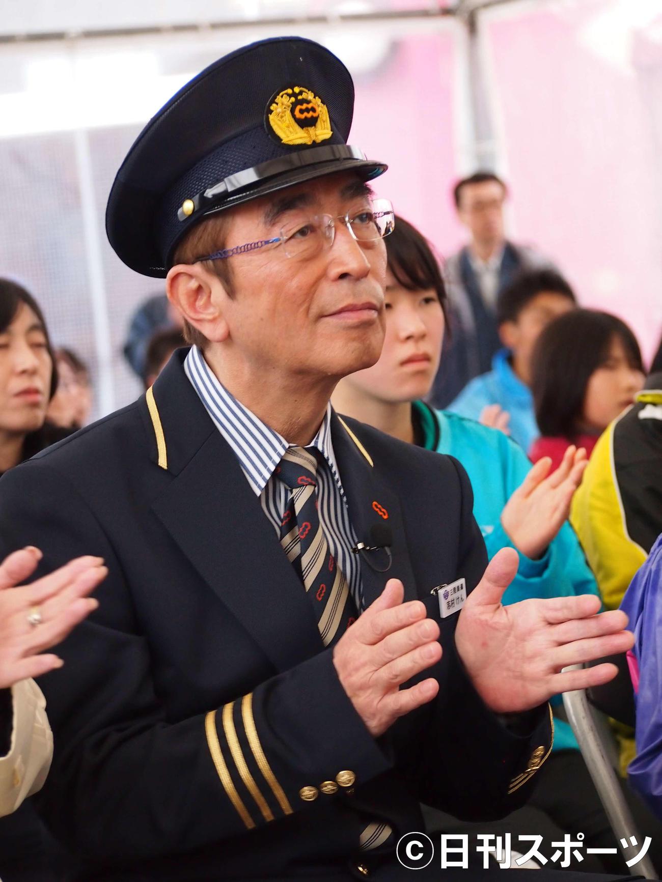 三陸鉄道南リアス線の再開記念イベントに出席した志村けんさん(2013年4月3日撮影)