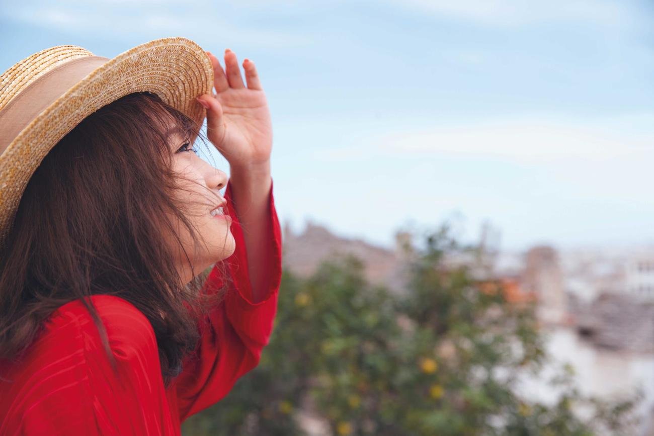 秋元真夏セカンド写真集「しあわせにしたい」の先行カット。イタリア・アルベロベッロで撮影した 撮影/倉本GORI