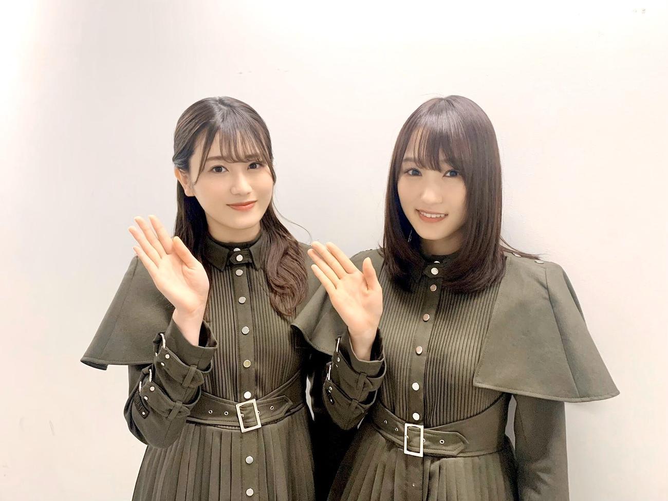 4周年記念サイトでWEBラジオ「けやみみ」を公開している欅坂46の守屋茜(左)と菅井友香