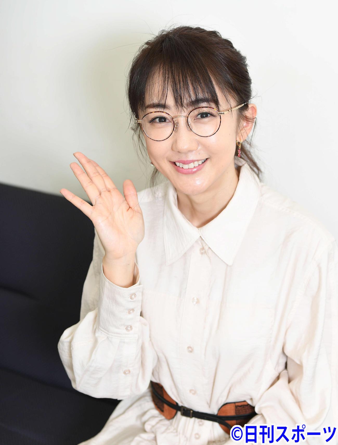 笑顔がかわいらしい唐橋ユミ(撮影・山崎安昭)