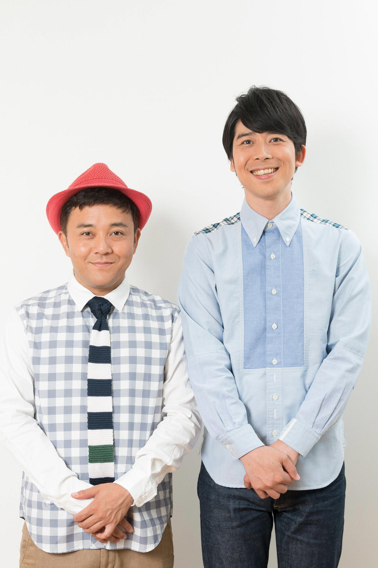 PCR検査の結果、新型コロナウイルス陰性であったことを発表したお笑いコンビ「パラシュート部隊」の斉藤優(左)と矢野ぺぺ