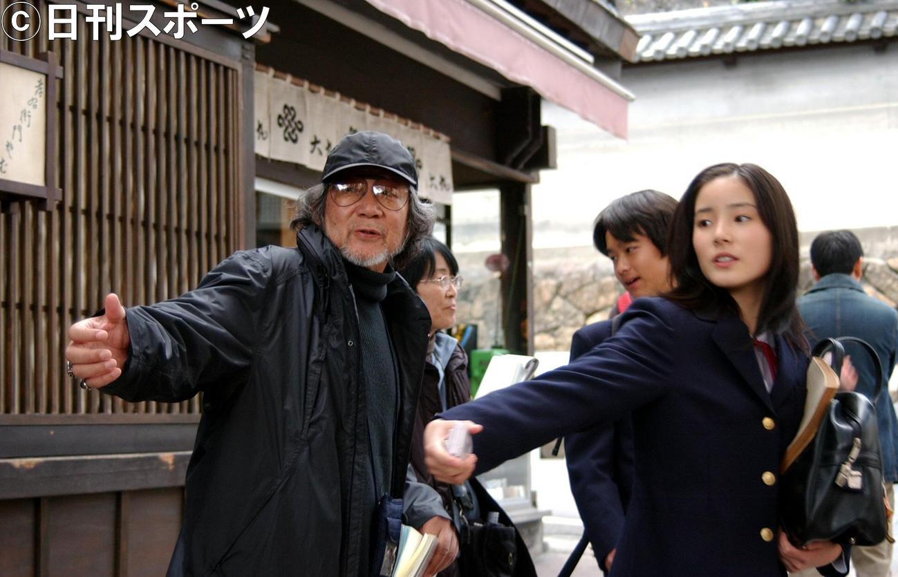 映画「転校生」ロケ 蓮仏美沙子は大林宣彦監督の演技指導を受ける(06年11月14日)