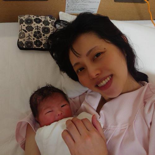 """Photo of Harukara Izumi gives birth to a girl, Hanako Kikuta """"Thanks to her wife"""""""