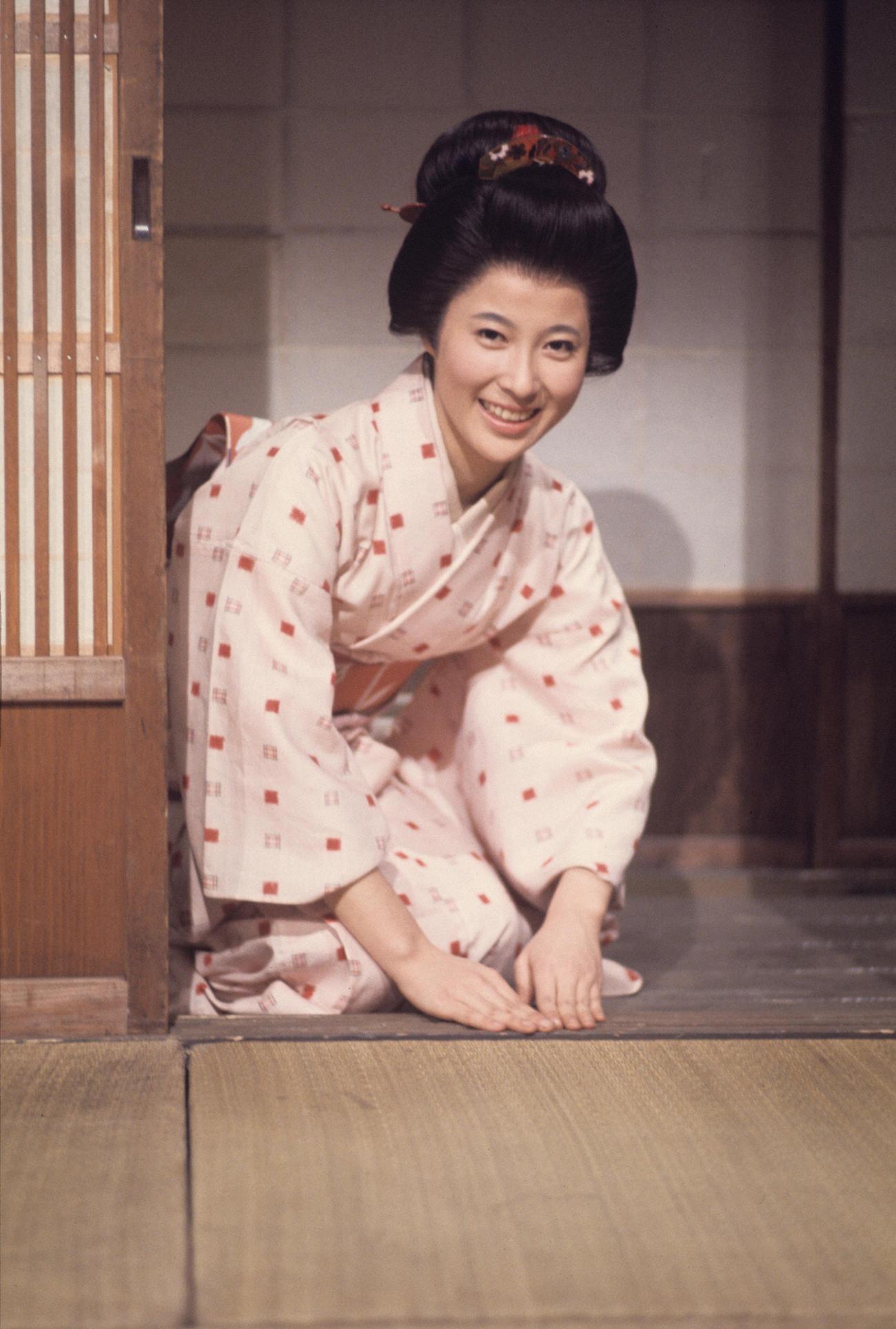 75年1月、デビュー作となったTBS系ポーラテレビ小説「お美津」で主演した岡江久美子さん(TBS提供)