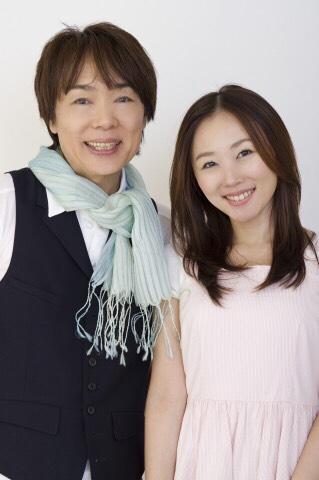YouTubeで曲作り対決を行っている坂田おさむ(左)と娘の坂田めぐみ