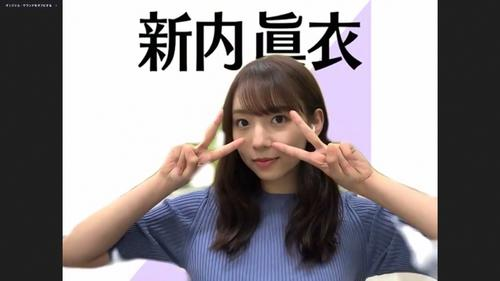 オンライン会見でポーズをとる乃木坂46新内眞衣