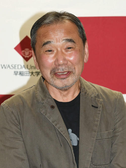 Photo of Haruki Murakami writes in fountain pen for the first time in 20 years