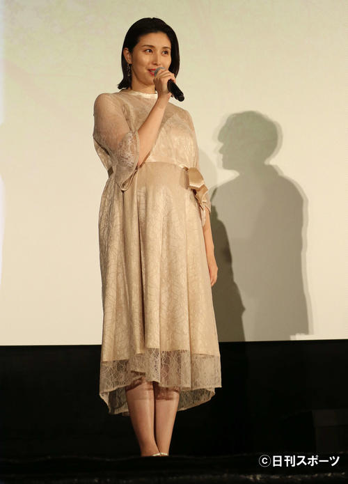 Photo of Manami Hashimoto loose dress, scheduled to give birth next month